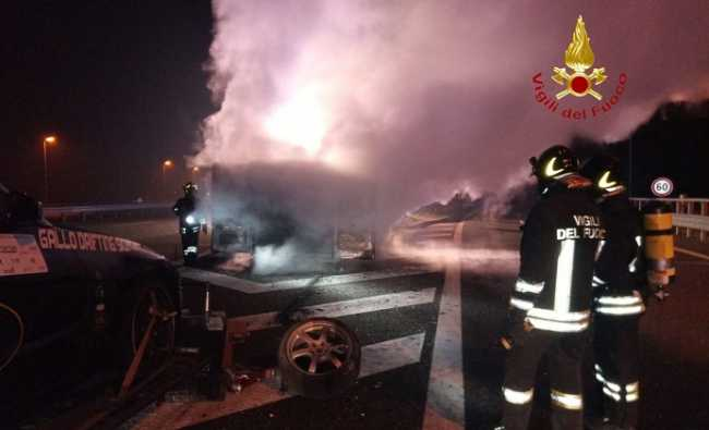 vigili del fuoco incendio autostrada