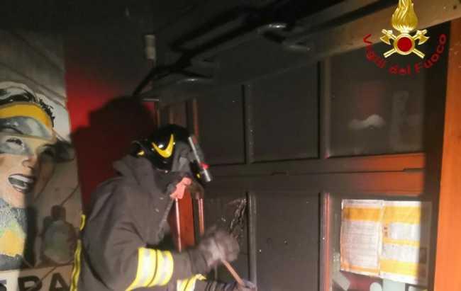vigili del fuoco incendio pub scopello