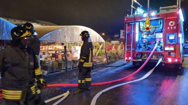vigili del fuoco incendio vivaio