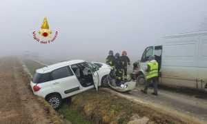 vigili del fuoco incidente auto furgone
