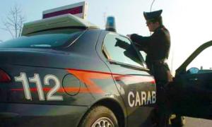 carabinieri auto militare scrive tetto