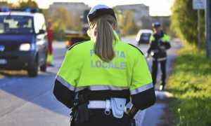 polizia locale spalle donna