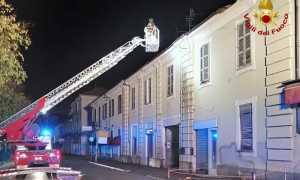 vigili del fuoco vercelli tegole in strada